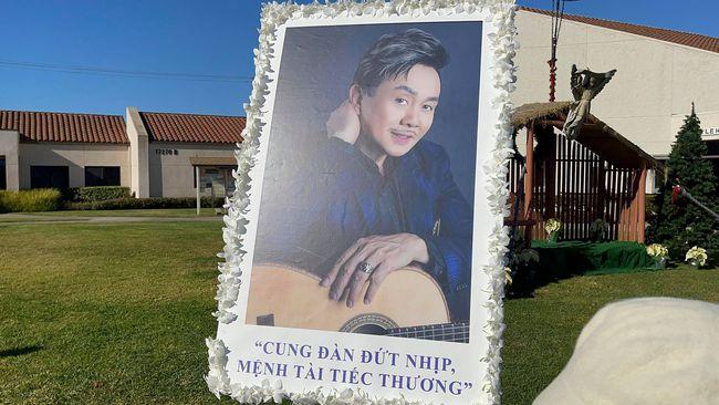 Tang lễ cố nghệ sĩ Chí Tài tại Mỹ: Vợ cố nghệ sĩ Chí Tài lưu luyến nhìn mặt chồng lần cuối trước khi nắp quan tài được đóng lại - Ảnh 18.