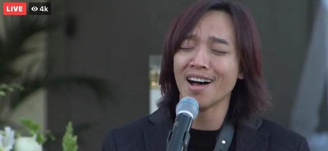 Nghệ sĩ Việt Hương chia sẻ hình ảnh chồng hát trong tang lễ cố nghệ sĩ Chí Tài - Ảnh 5.