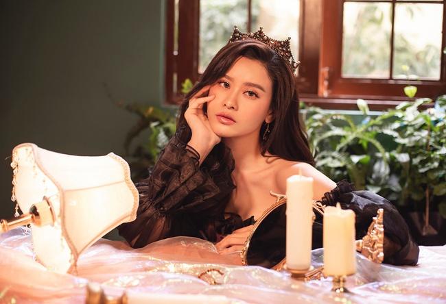 Trương Quỳnh Anh thật khác trong bộ ảnh đón Giáng sinh quyền lực nhưng vẫn vô cùng quyến rũ - Ảnh 2.