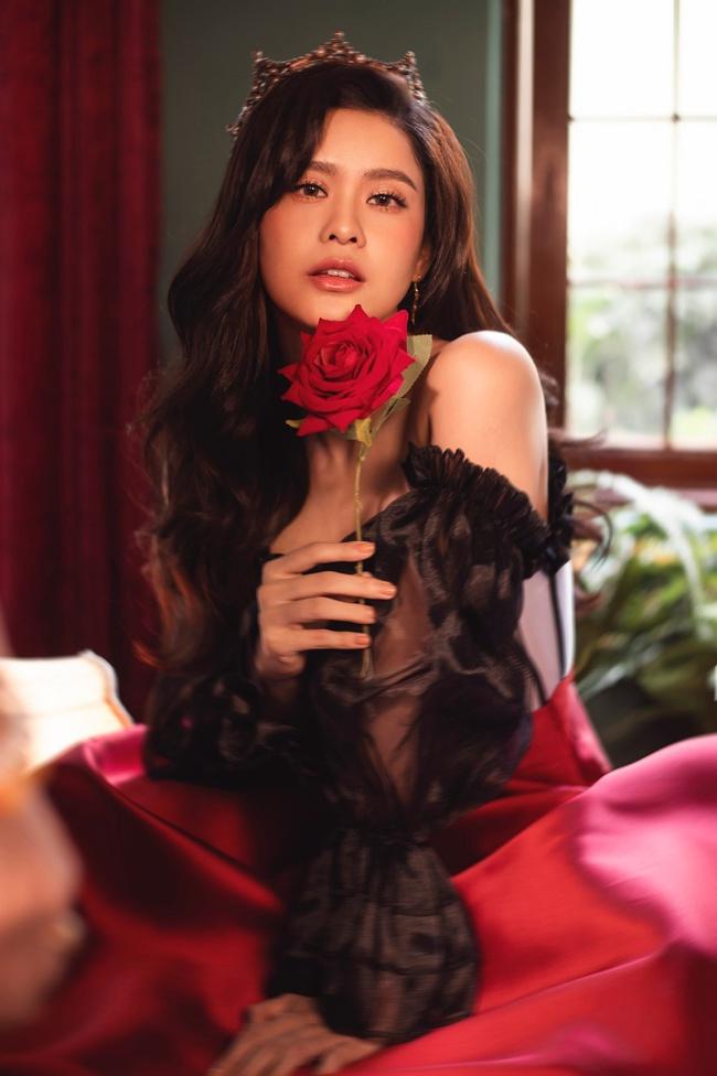Trương Quỳnh Anh thật khác trong bộ ảnh đón Giáng sinh quyền lực nhưng vẫn vô cùng quyến rũ - Ảnh 7.