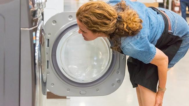 """Nghe âm thanh kỳ lạ phát ra từ máy sấy quần áo, bà mẹ tháo ra xem thì choáng váng phát hiện """"cả một gia tài"""", dân mạng vui lây đòi làm theo - Ảnh 3."""