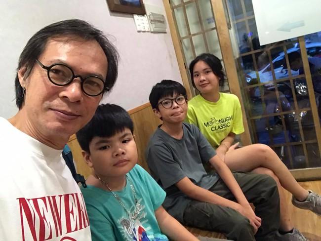 """Mới ngày nào bóc phốt bố mê gái trong """"Bố ơi mình đi đâu thế"""" giờ cậu bé này đã """"trổ mã"""" như trai Hàn, cách được gia đình dạy dỗ khiến nhiều người thích thú   - Ảnh 6."""
