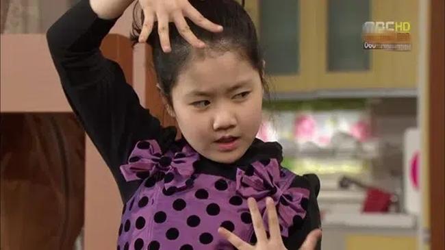 """Sao nhí """"láo toét"""" nhất châu Á ngày ấy: Tuổi đôi mươi lột xác thành thiếu nữ xinh đẹp, ngó sang thành tích học tập lại càng choáng váng - Ảnh 1."""