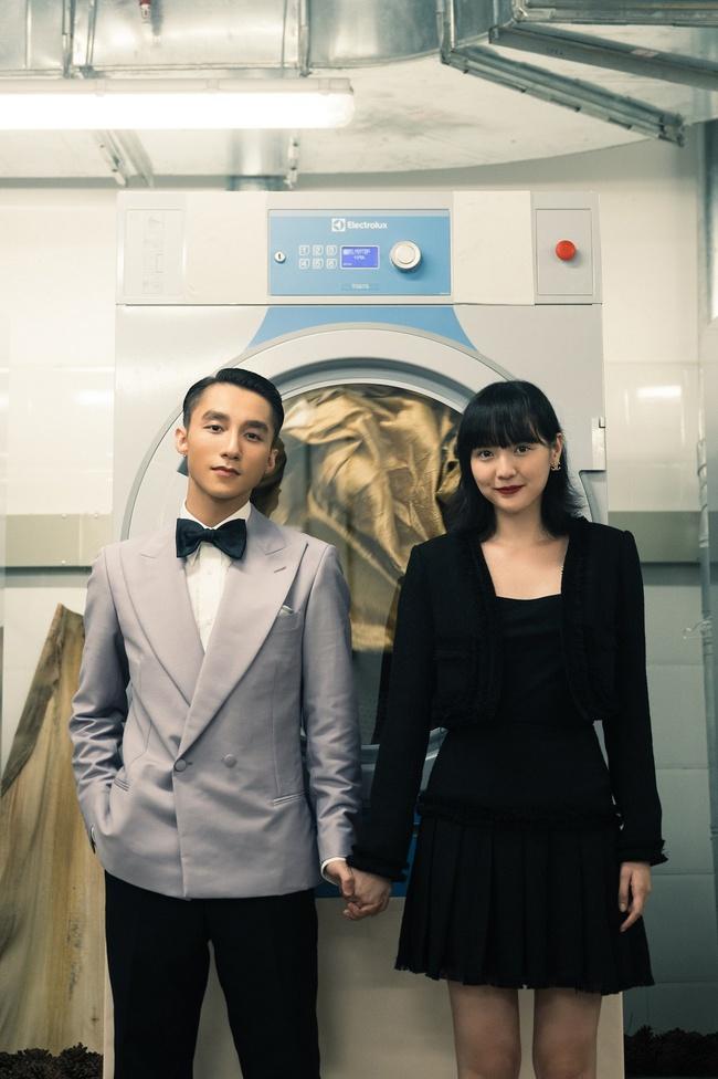Sơn Tùng M-TP kể chuyện yêu xuyên không với Hải Tú, MV  giống hệt phim TVB, cả bài hát chỉ có 1 câu duy nhất - Ảnh 5.