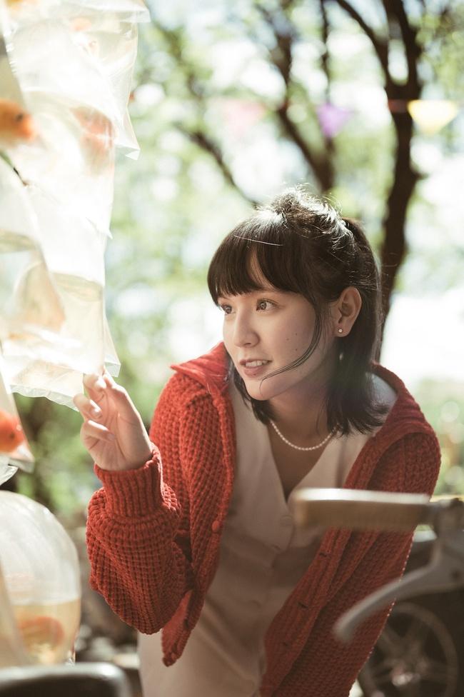Sơn Tùng M-TP kể chuyện yêu xuyên không với Hải Tú, MV  giống hệt phim TVB, cả bài hát chỉ có 1 câu duy nhất - Ảnh 4.