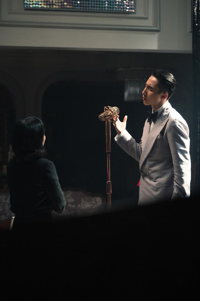 Sơn Tùng M-TP kể chuyện yêu xuyên không với Hải Tú, MV  giống hệt phim TVB, cả bài hát chỉ có 1 câu duy nhất - Ảnh 6.