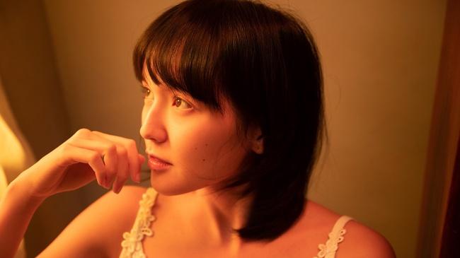 Sơn Tùng M-TP kể chuyện yêu xuyên không với Hải Tú, MV  giống hệt phim TVB, cả bài hát chỉ có 1 câu duy nhất - Ảnh 3.
