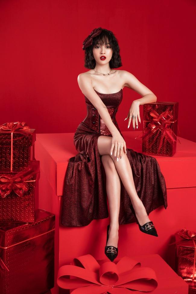 Bảo Anh khoe khéo đôi gò bồng đảo đầy gợi cảm trong bộ ảnh mừng Giáng sinh - Ảnh 4.