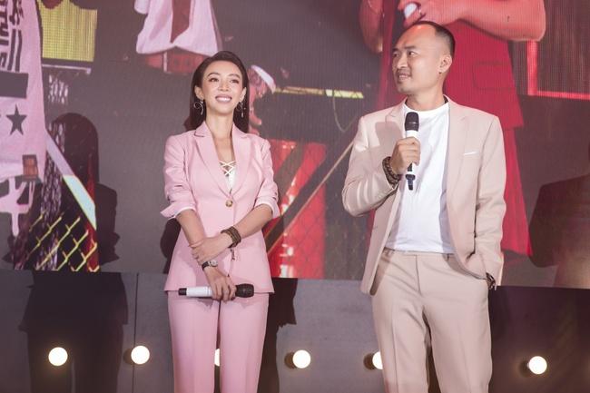 """Tiến Luật - Thu Trang - Châu Bùi - Anh Tú  - Phương Thanh vừa xuất hiện, Fan Meeting """"Chị Mười Ba 2"""" đã bùng nổ - Ảnh 10."""