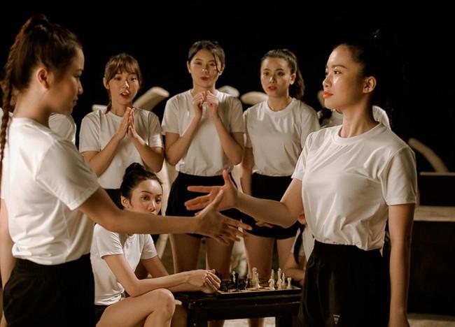 Nhóm nữ 23 cô gái - SGO48 tung MV cùng lúc với Sơn Tùng M-TP, lên tiếng về chuyện bị so sánh - Ảnh 5.