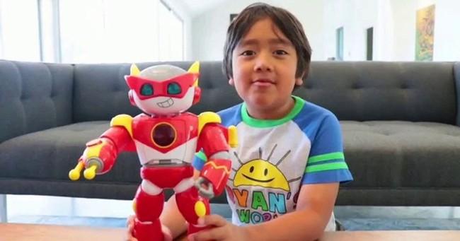 Cậu bé 9 tuổi trở thành YouTuber thu nhập cao nhất thế giới, có sở hữu kênh gần 42 triệu người theo dõi chỉ sau 5 năm review đồ chơi trẻ em - Ảnh 2.