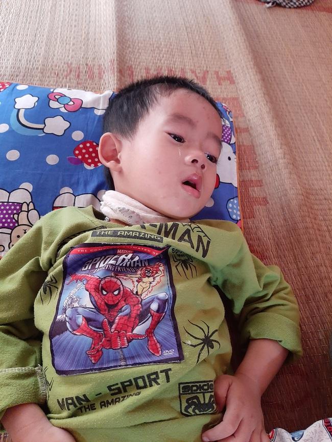 4 đứa con sinh ra đều lần lượt chết yểu, người mẹ đau đớn chắp tay khẩn cầu cộng đồng cứu lấy đứa con còn lại - Ảnh 2.