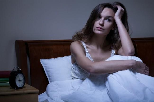 Thức khuya và làm thêm cả tuần, người phụ nữ suýt bị mù, tác hại của thức khuya nhiều hơn bạn nghĩ - Ảnh 2.