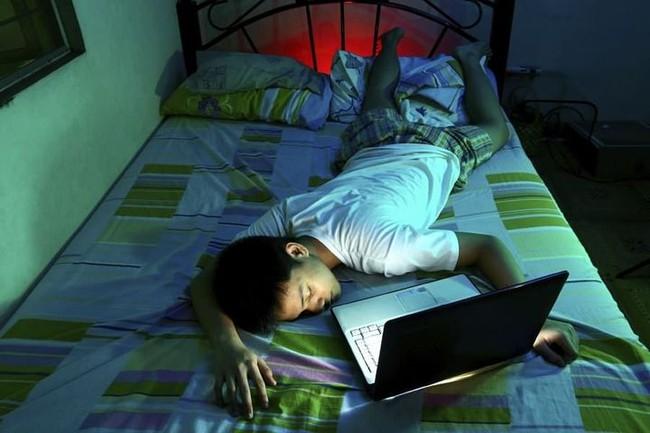 Thức khuya và làm thêm cả tuần, người phụ nữ suýt bị mù, tác hại của thức khuya nhiều hơn bạn nghĩ - Ảnh 4.