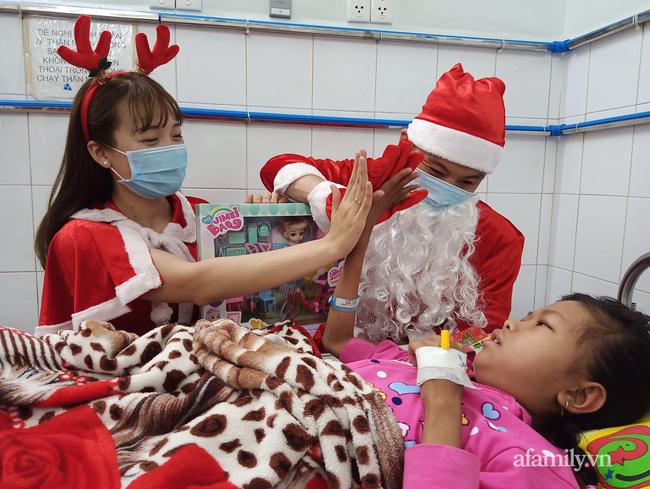 """Xúc động điều ước Giáng sinh của các bệnh nhi chạy thận, ung thư: """"Con chỉ muốn hết bệnh, về nhà cùng quả cầu tuyết"""" - Ảnh 1."""