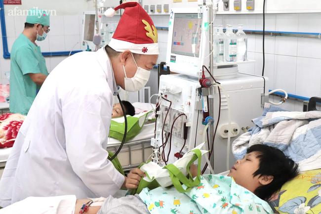 """Xúc động điều ước Giáng sinh của các bệnh nhi chạy thận, ung thư: """"Con chỉ muốn hết bệnh, về nhà cùng quả cầu tuyết"""" - Ảnh 9."""