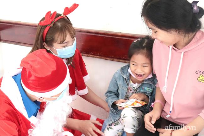 """Xúc động điều ước Giáng sinh của các bệnh nhi chạy thận, ung thư: """"Con chỉ muốn hết bệnh, về nhà cùng quả cầu tuyết"""" - Ảnh 7."""