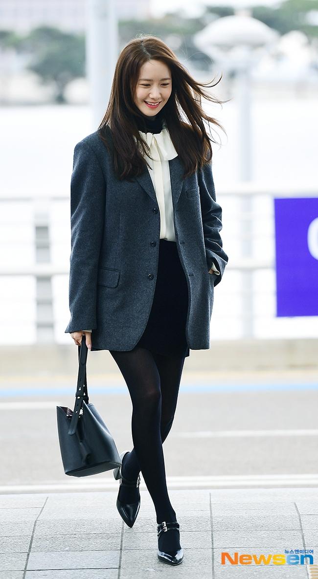 Style công sở của Yoona từ phim ra ngoài đời đều chuẩn đẹp và thanh lịch, lại đơn giản ai cũng áp dụng được - Ảnh 10.