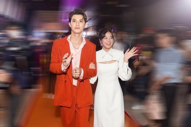 """""""Người cần quên phải nhớ"""" ra mắt: Hoàng Yến Chibi mắc cỡ khi xem lại cảnh hôn trai đẹp - Ảnh 6."""
