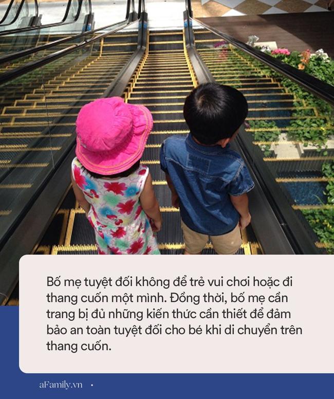Hoảng loạn cảnh tượng bé gái bị kẹt tay vào thang cuốn ở trung tâm thương mại, người thân gào khóc thảm thiết bên cạnh - Ảnh 3.