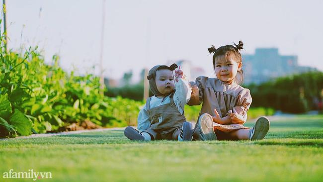Clip: Mẹ Hà Nội chia sẻ 2 cách rửa mũi nhanh gọn cho con chỉ với vài thao tác đơn giản - Ảnh 1.