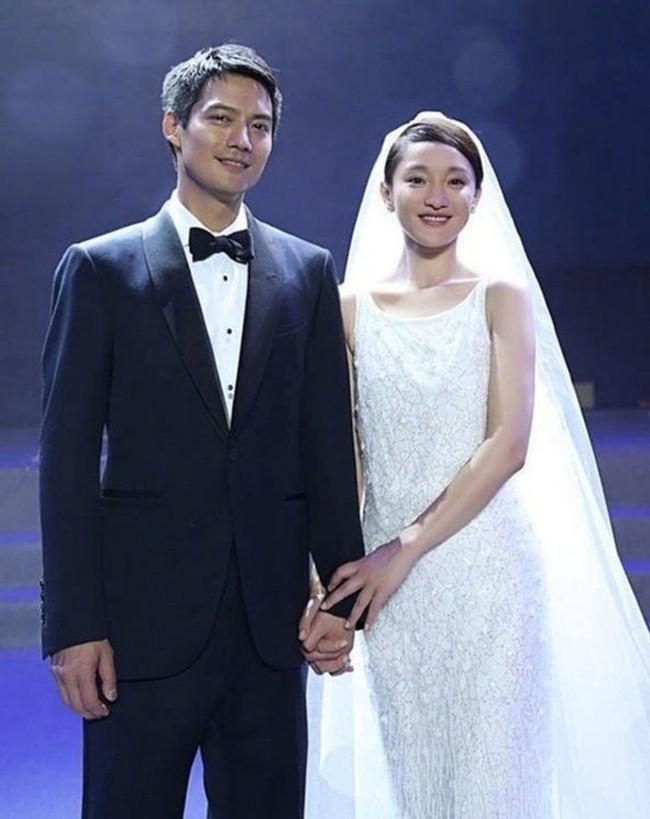 Hot search Weibo: Chưa tuyên bố ly hôn, ông xã Châu Tấn đã công khai khóa môi gái trẻ - Ảnh 4.