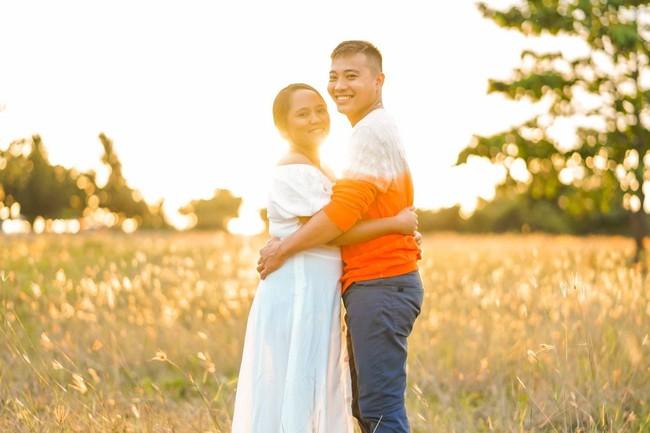 Sốc với bộ ảnh cưới trần trụi của cặp đôi chỉ quấn duy nhất tấm lá chuối, cô dâu tiết lộ phản ứng không tin nổi của phụ huynh - Ảnh 7.