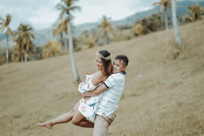 Sốc với bộ ảnh cưới trần trụi của cặp đôi chỉ quấn duy nhất tấm lá chuối, cô dâu tiết lộ phản ứng không tin nổi của phụ huynh - Ảnh 10.