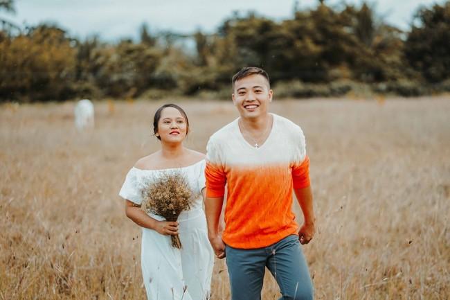 Sốc với bộ ảnh cưới trần trụi của cặp đôi chỉ quấn duy nhất tấm lá chuối, cô dâu tiết lộ phản ứng không tin nổi của phụ huynh - Ảnh 9.