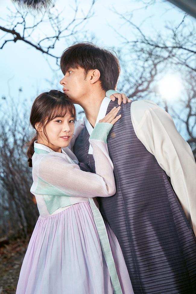 Hoàng Yến Chibi nựng má, sà vào lòng Sung Hoon trong bộ phim chiếu ở Hàn Quốc  - Ảnh 5.