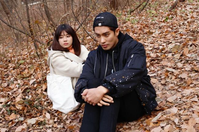 Hoàng Yến Chibi nựng má, sà vào lòng Sung Hoon trong bộ phim chiếu ở Hàn Quốc  - Ảnh 8.