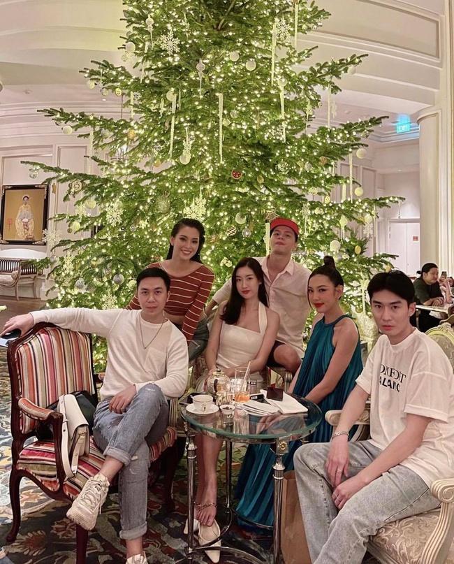 Hội chị em Hoa hậu tụ họp: Đỗ Mỹ Linh bất ngờ lấn át trước vẻ già dặn của Tiểu Vy - Ảnh 2.