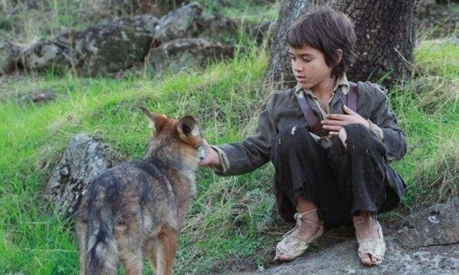 """Câu chuyện có thật về """"cậu bé rừng xanh"""" được bầy sói nuôi dưỡng trong 12 năm và cuộc sống sau khi tái hòa nhập cộng đồng con người - Ảnh 1."""