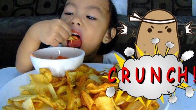 2 sự thật khiến bố mẹ nào cũng giật mình về hành vi ăn uống của trẻ, 1 miếng bim bim có thể phải đánh đổi sức khỏe cả đời con - Ảnh 1.