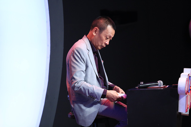 Ký ức vui vẻ: Khoảnh khắc BTV Quang Minh bật khóc nức nở khiến MC Lại Văn Sâm rơi nước mắt theo - Ảnh 9.