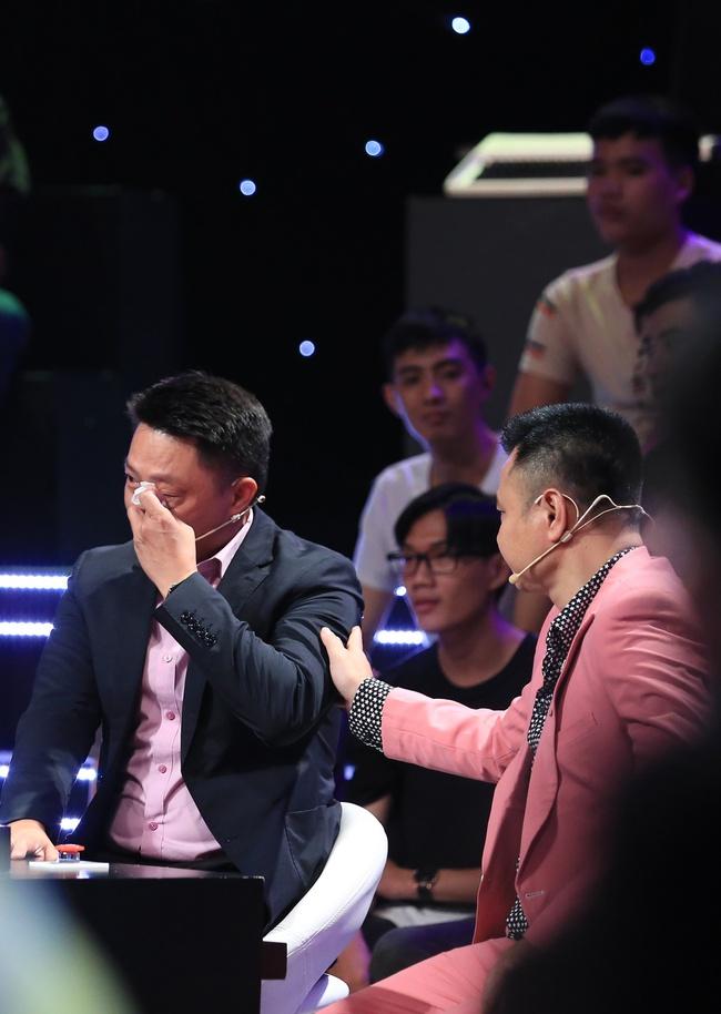 Ký ức vui vẻ: Khoảnh khắc BTV Quang Minh bật khóc nức nở khiến MC Lại Văn Sâm rơi nước mắt theo - Ảnh 7.