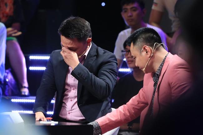 Ký ức vui vẻ: Khoảnh khắc BTV Quang Minh bật khóc nức nở khiến MC Lại Văn Sâm rơi nước mắt theo - Ảnh 8.