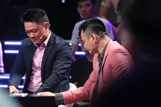 Ký ức vui vẻ: Khoảnh khắc BTV Quang Minh bật khóc nức nở khiến MC Lại Văn Sâm rơi nước mắt theo - Ảnh 4.