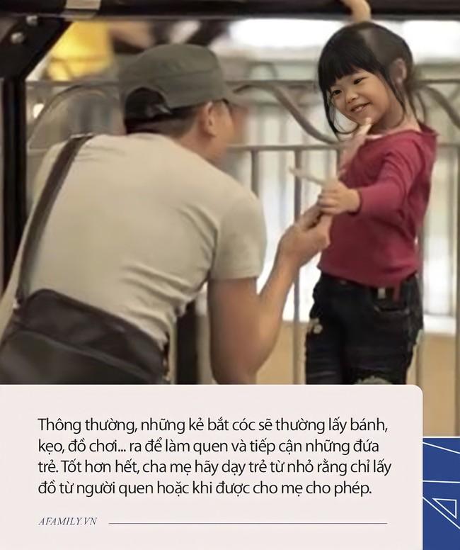 """Đứa trẻ năm tuổi nói một câu khi bị bắt cóc, hai kẻ xấu liền ngay lập tức """"bỏ của chạy lấy người"""", ai nấy đều nhận xét: Quá thông minh - Ảnh 3."""