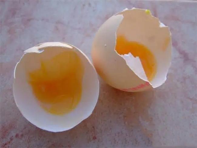 """7 loại """"trứng độc"""" này mẹ không cho trẻ ăn, tránh ảnh hưởng đến sức khỏe của trẻ - Ảnh 2."""