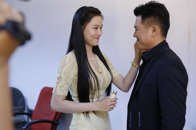Hình ảnh cuối cùng của Vân Quang Long trên truyền hình trước khi mất, được bà xã chăm sóc tận tình  - Ảnh 5.