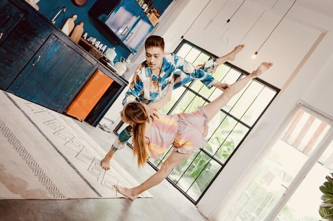 Xuân Thảo - Đình Lộc khoe kỹ năng nhảy điệu nghệ trong video 'Gác lại âu lo' - Ảnh 3.