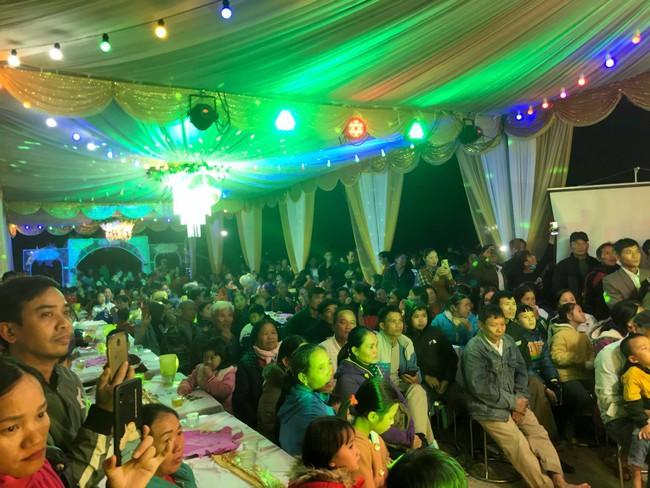 Đám cưới Công Phượng ở quê được hơn 1000 bà con lặn lội đến ngồi kín rạp chung vui, gia đình chuẩn bị 125 mâm cỗ vẫn không đủ thiết đãi - Ảnh 3.