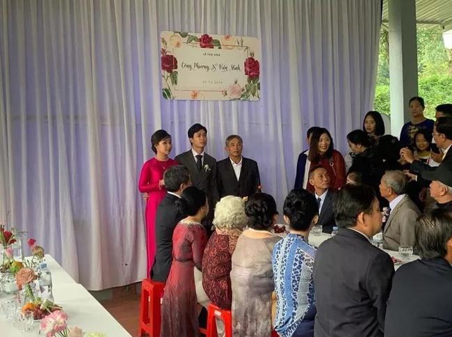 Hình ảnh cô dâu Viên Minh e ấp nơi hôn trường ở quê Công Phượng gây sốt vì quá giản dị, ấm áp - Ảnh 1.