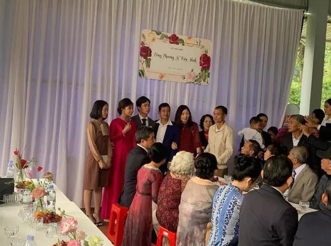 Hình ảnh cô dâu Viên Minh e ấp nơi hôn trường ở quê Công Phượng gây sốt vì quá giản dị, ấm áp - Ảnh 2.