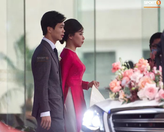 Hình ảnh cô dâu Viên Minh e ấp nơi hôn trường ở quê Công Phượng gây sốt vì quá giản dị, ấm áp - Ảnh 3.