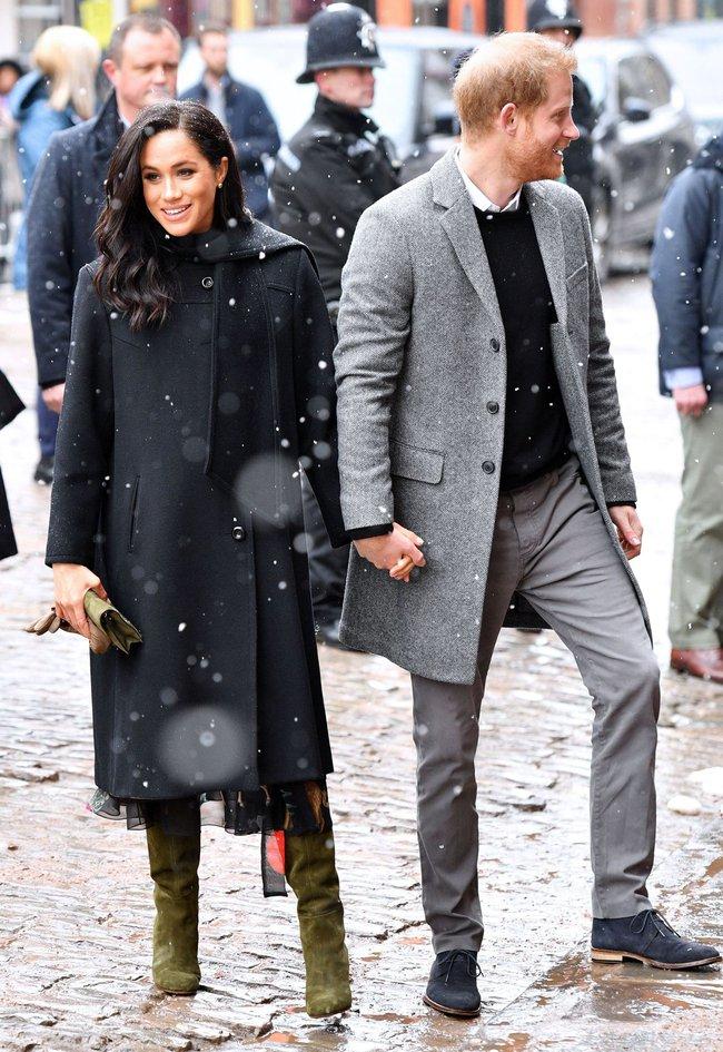 Meghan Markle hóa ra là cao thủ diện áo khoác dáng dài, xem mà học được 11 outfit để style sang như người Hoàng gia - Ảnh 11.