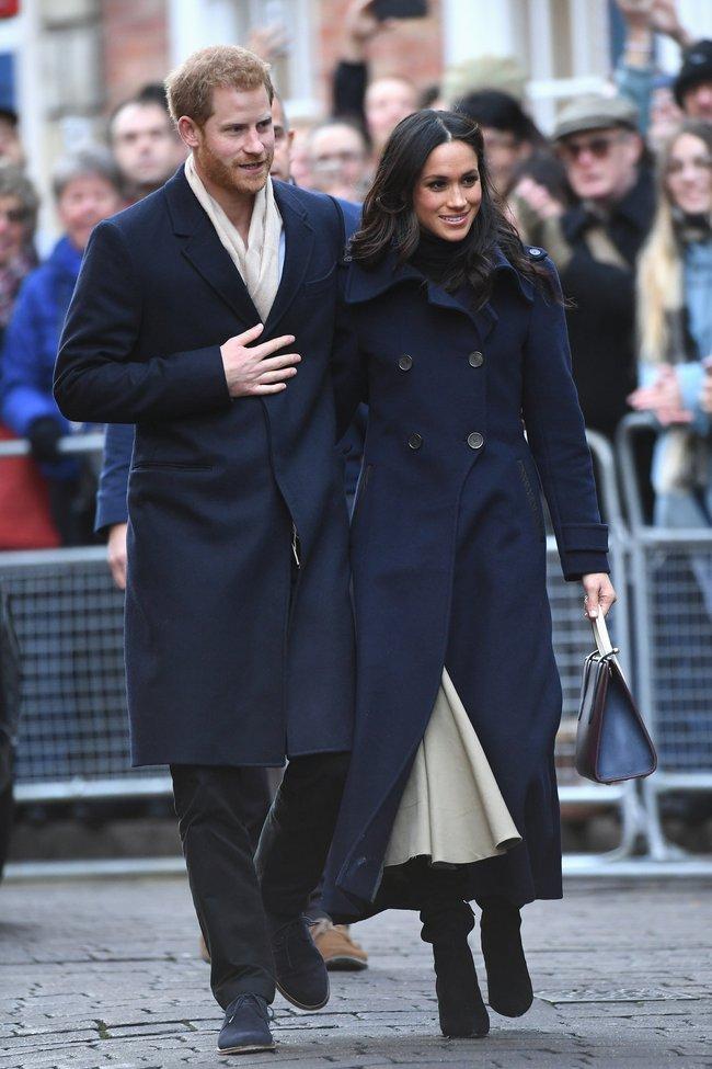 Meghan Markle hóa ra là cao thủ diện áo khoác dáng dài, xem mà học được 11 outfit để style sang như người Hoàng gia - Ảnh 3.