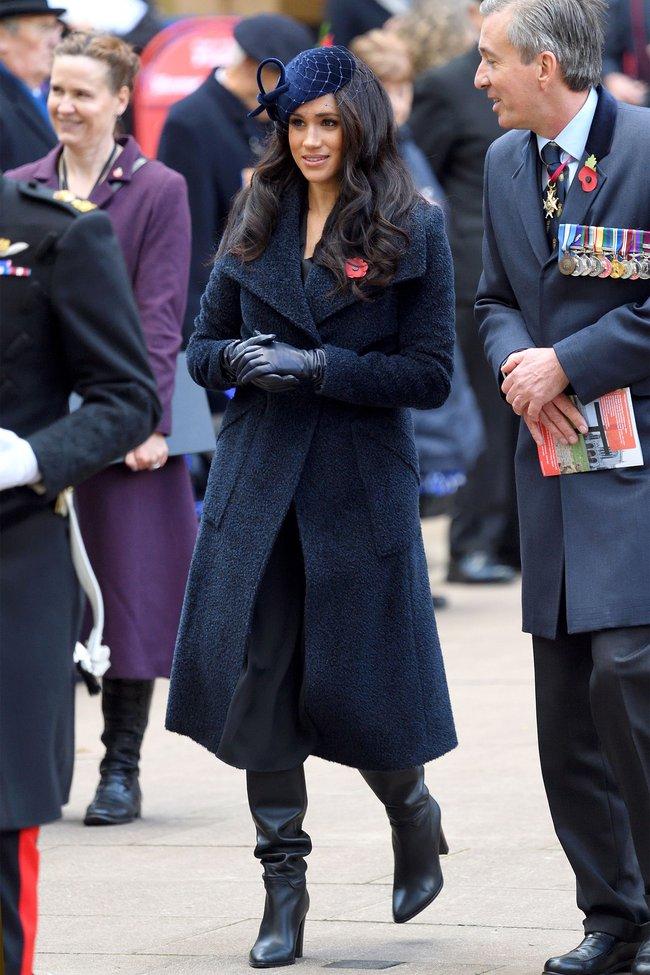 Meghan Markle hóa ra là cao thủ diện áo khoác dáng dài, xem mà học được 11 outfit để style sang như người Hoàng gia - Ảnh 4.