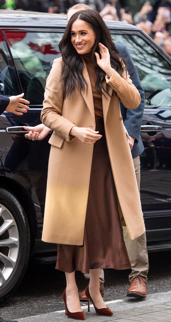 Meghan Markle hóa ra là cao thủ diện áo khoác dáng dài, xem mà học được 11 outfit để style sang như người Hoàng gia - Ảnh 6.